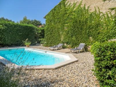 Mas de ville de 257 m2 avec grand jardin et piscine moulin for Piscine 3 villes