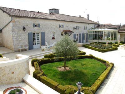 Belle maison en pierre de 6 chambres, beau jardin et piscine | Moulin